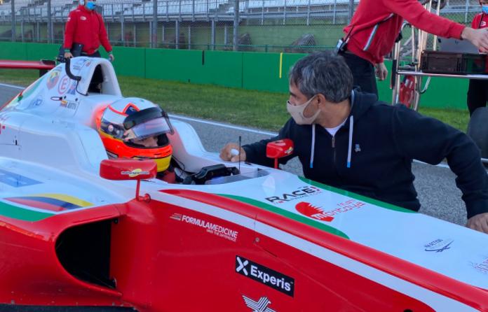 Sebastián Montoya y su padre Juan Pablo en la Fórmula 4 Italiana. Cortesía: @PREMA_Team
