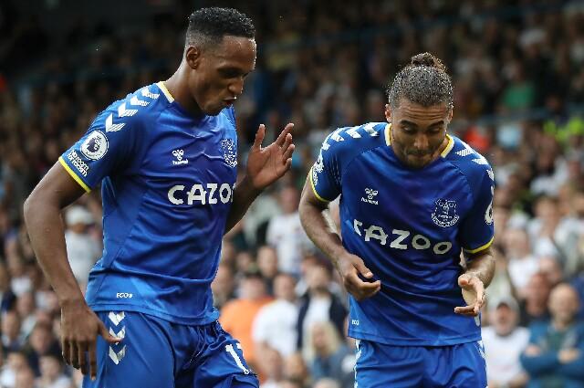 Yerry Mina en Leeds United contra Everton