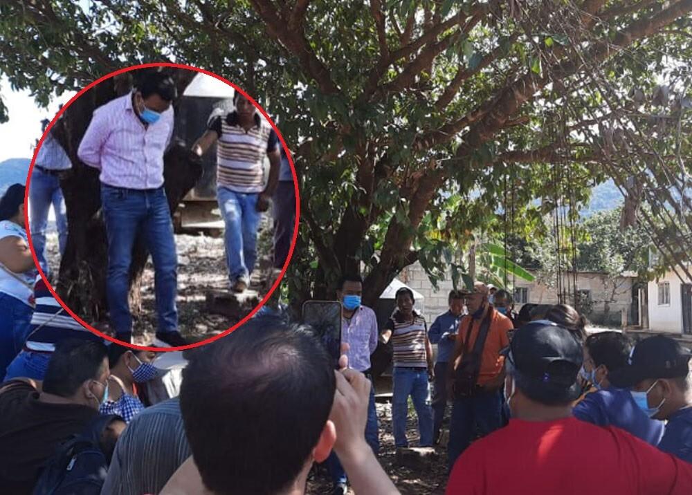 alcalde de chiapas en mexico amarrado a un árbol.jpg