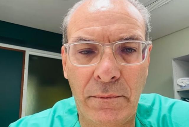 mensaje de médico español a vacunarse contra el COVID