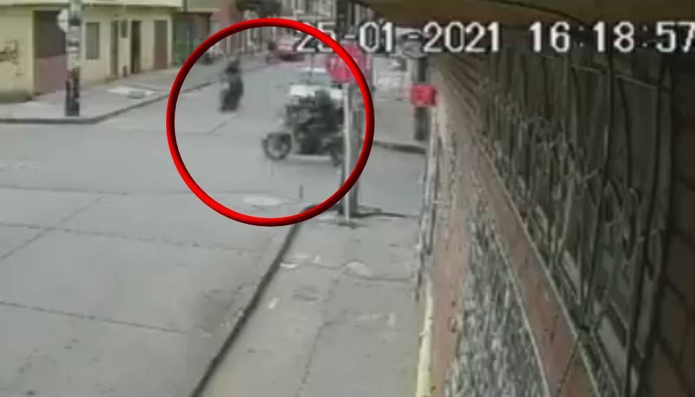 Ladrones en moto chocan tras robo en el sur de Bogotá