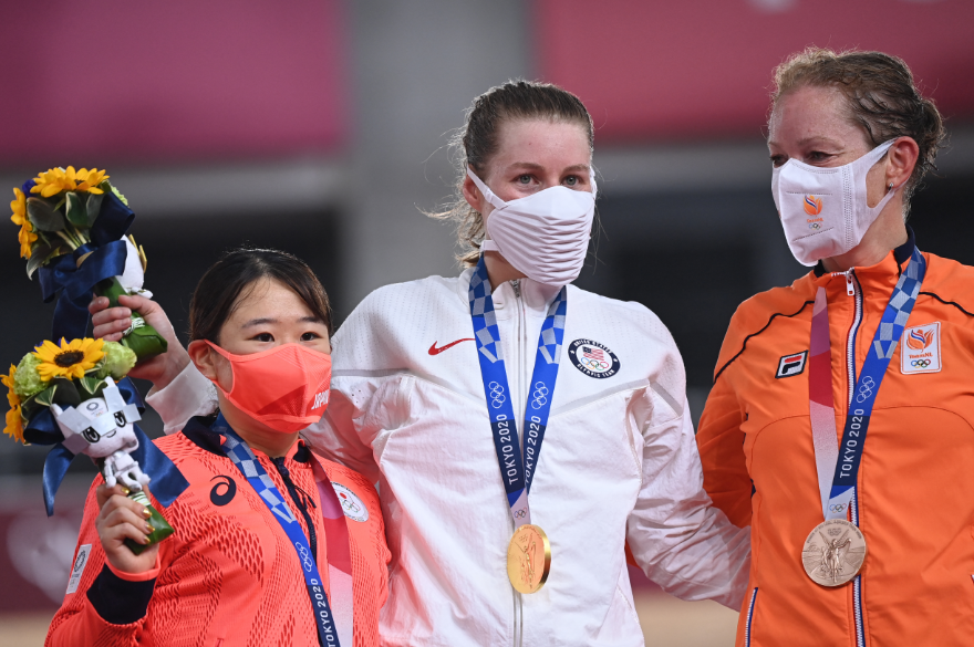 Jennifer Valente ganó el oro en el ómnium de los Juegos Olímpicos Tokio 2020.