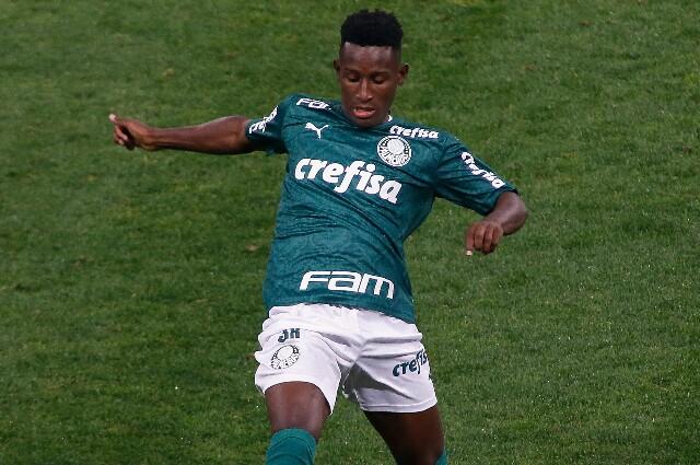 Iván Angulo, con la camiseta de Palmeiras