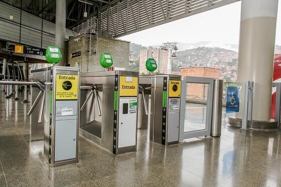 Torniqutes del metro de Medellín.jpg