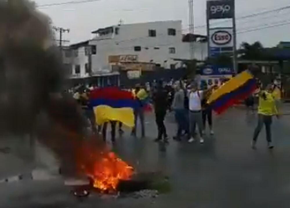 himno nacional cantado por los caleños durante protestas.jpg