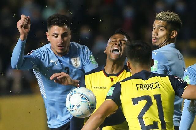 Michael Estrada, en Ecuador contra Uruguay