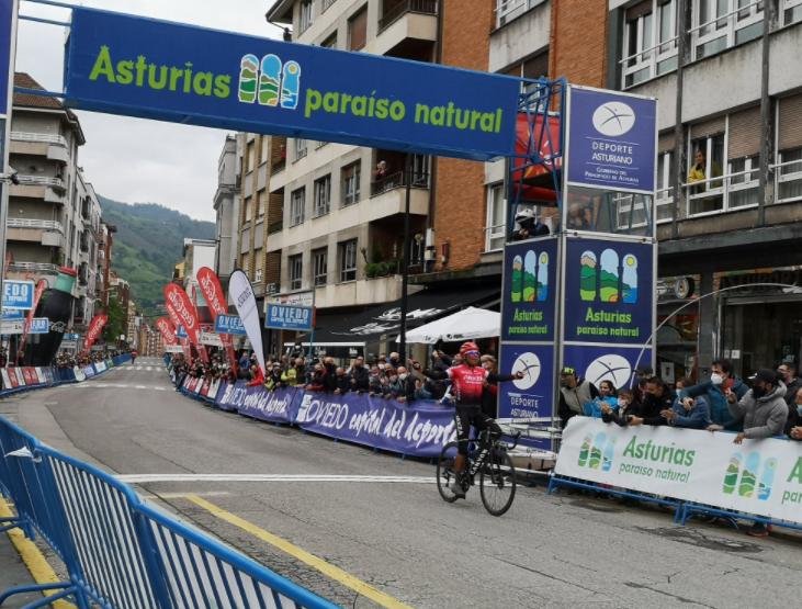 Nairo Quintana ganó la etapa 1 de la Vuelta a Asturias.