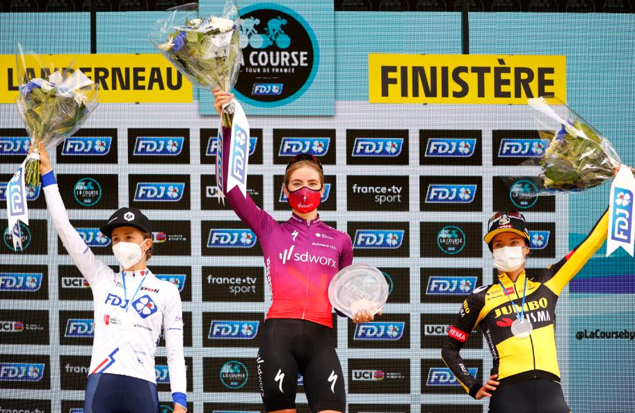 Demi Vollering ganó  la Course by le Tour de Francia.