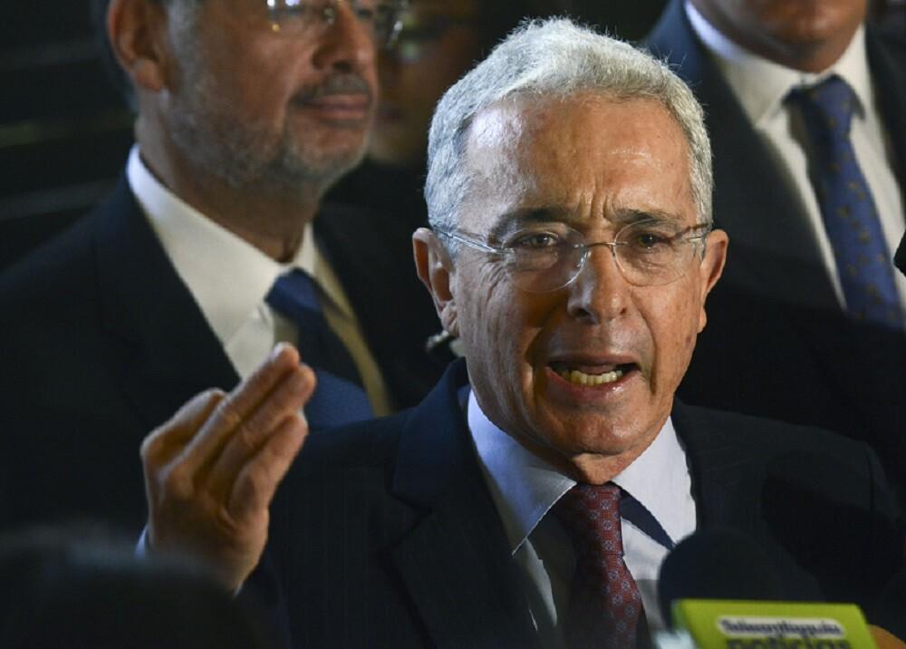 328726_BLU Radio, Álvaro Uribe / Foto: AFP