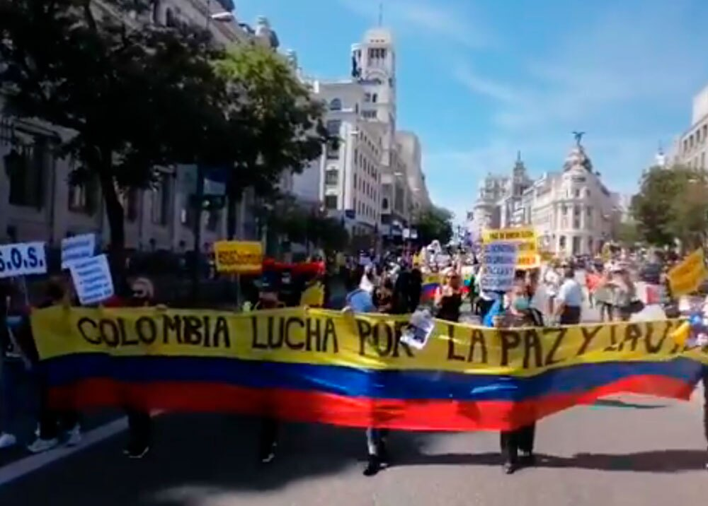 Protesta de colombianos en Madrid contra Duque