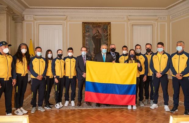Iván Duque entregó la bandera a atletas colombianos que estarán en los Juegos Olímpicos de Tokio.