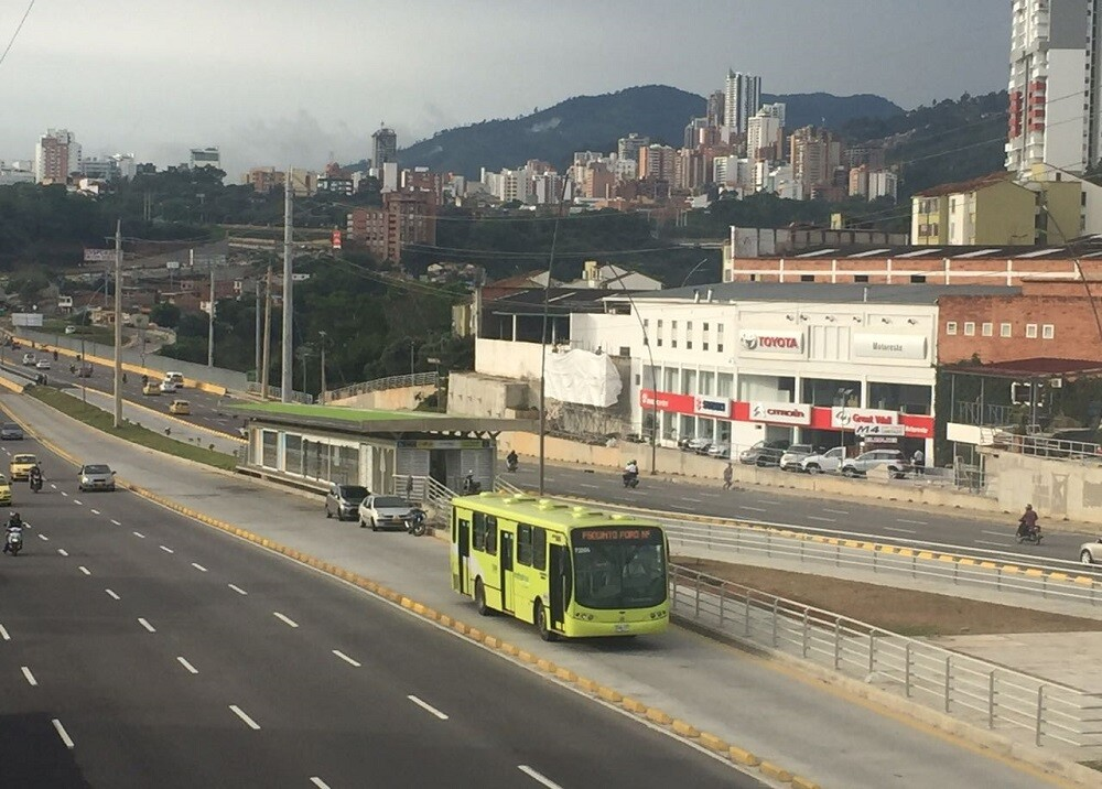 313649_BLU Radio. Bucaramanga/ foto: Metrolínea.
