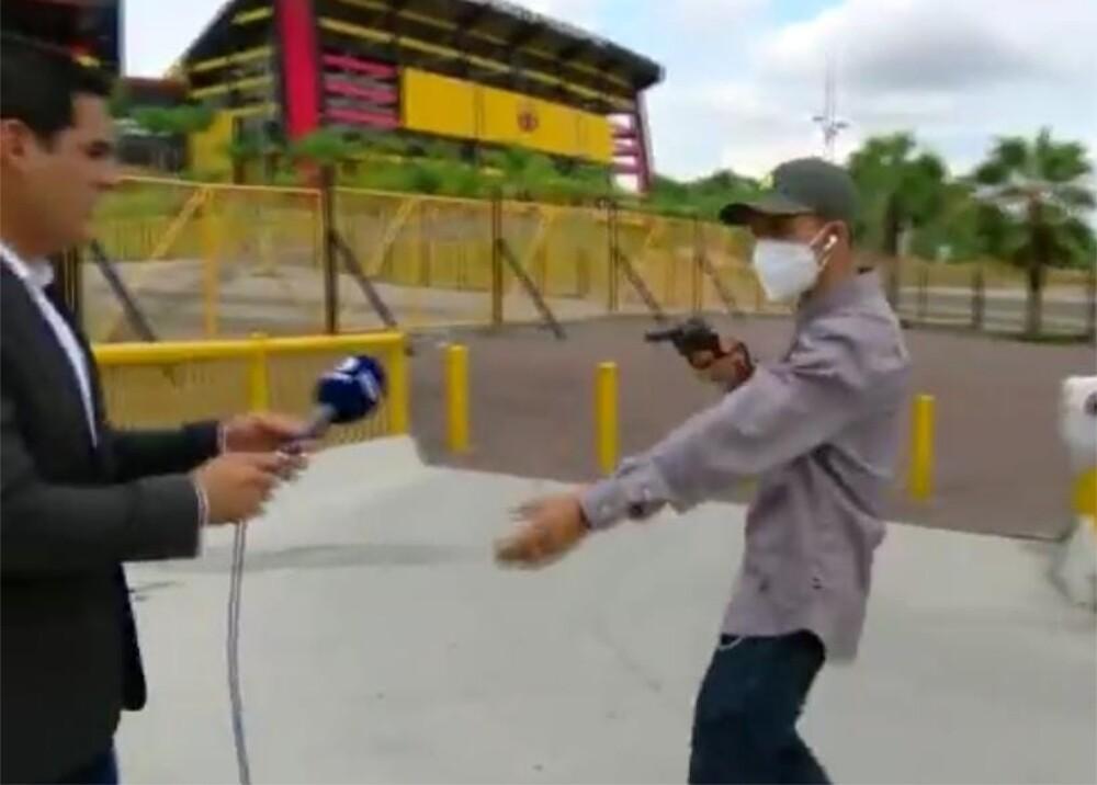 Robo a periodista en Ecuador_Foto_Captura de video Twitter.jpg
