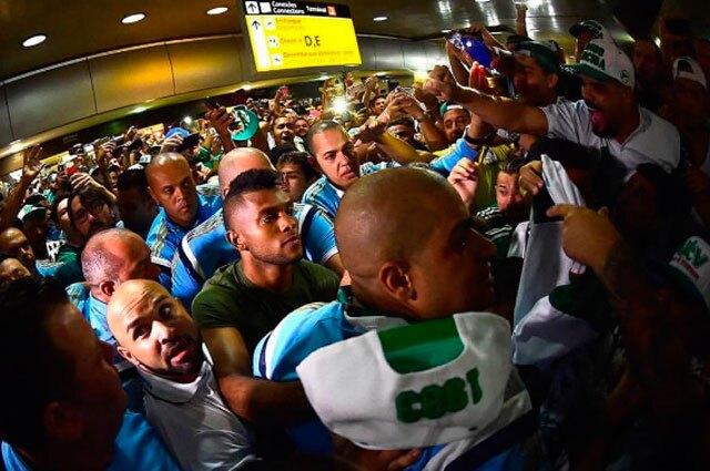 243263_Miguel Borja fue recibido por los hinchas de Palmeiras