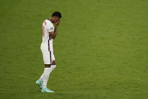 Facebook y Twitter toman acciones contra insultos racistas a jugadores ingleses que fallaron penaltis
