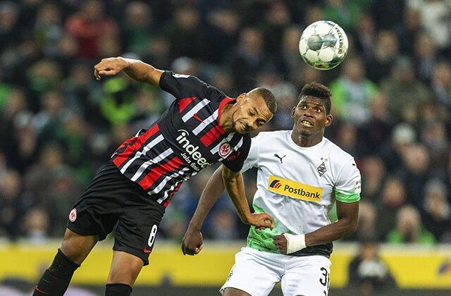 338271_Acción de juego de la Bundesliga