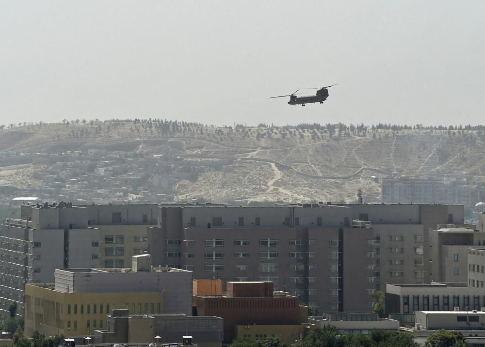 Helicóptero militar estadounidense vuela sobre su embajada Foto AFP.jpg