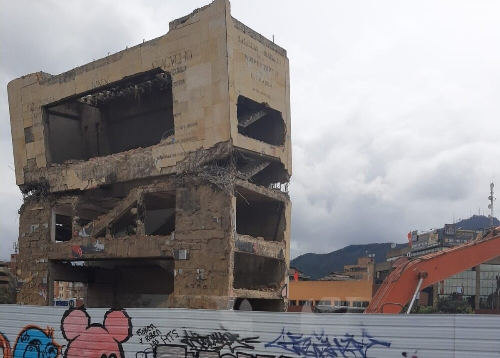 Demolición Monumento a Héroes en Bogotá Foto Cortesía.jpg