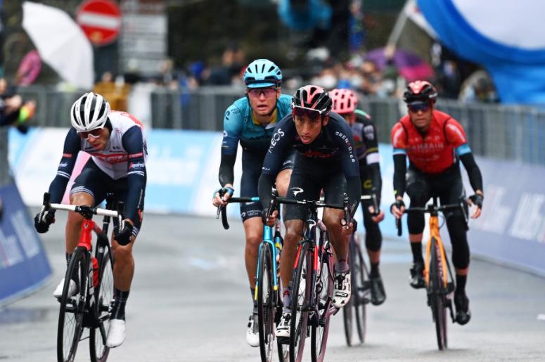 Egan Bernal es 11 en la general del Giro de Italia tras la etapa 4