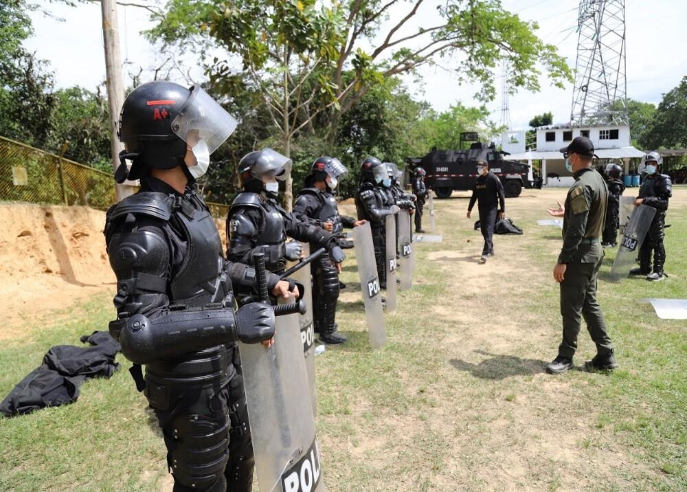 FOTO ESMAD POLICÍA BGA.jpg