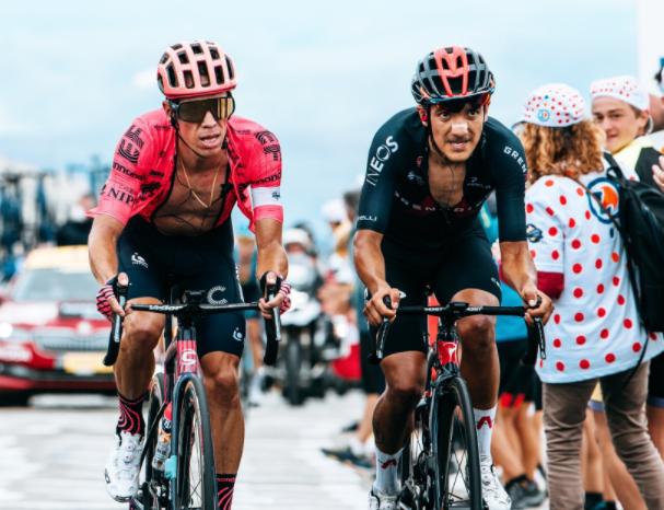 Rigoberto Urán y Richard Carapaz luchan por un lugar en el podio del Tour de Francia.
