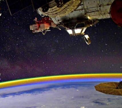 aurora boreal desde el espacio .jpg