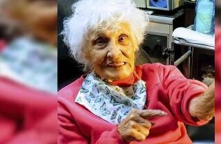 Mujer de 103 se tatúa por primera vez