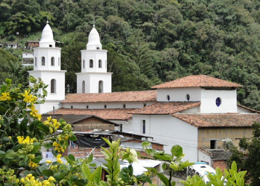 373134_BLU Radio: Iglesia de Tona, Santander / Foto: Suministrada