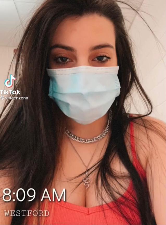 Tiktoker asegura que vacuna aumenta los senos