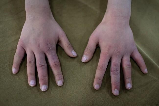 manos niño referencia
