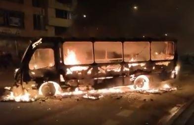 vándalos quemaron dos buses del SITP en nueva jornada de paro nacional en Bogotá.JPG