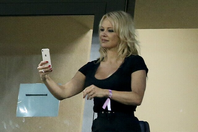 315723_Pamela Anderson