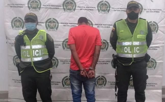 capturan a hombre que asesinó con un ladrillo a una mujer en Cali.PNG