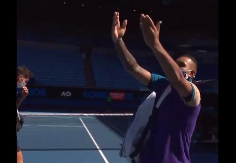 Nick Kyrgios se burló de Novak Djokovic en el Abierto de Australia.