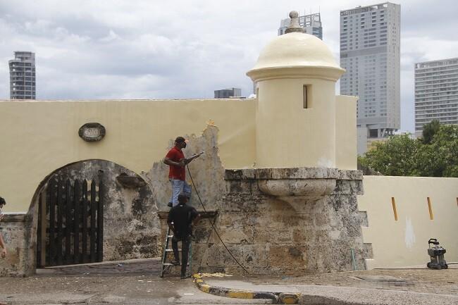 murallas de cartagena pintadas