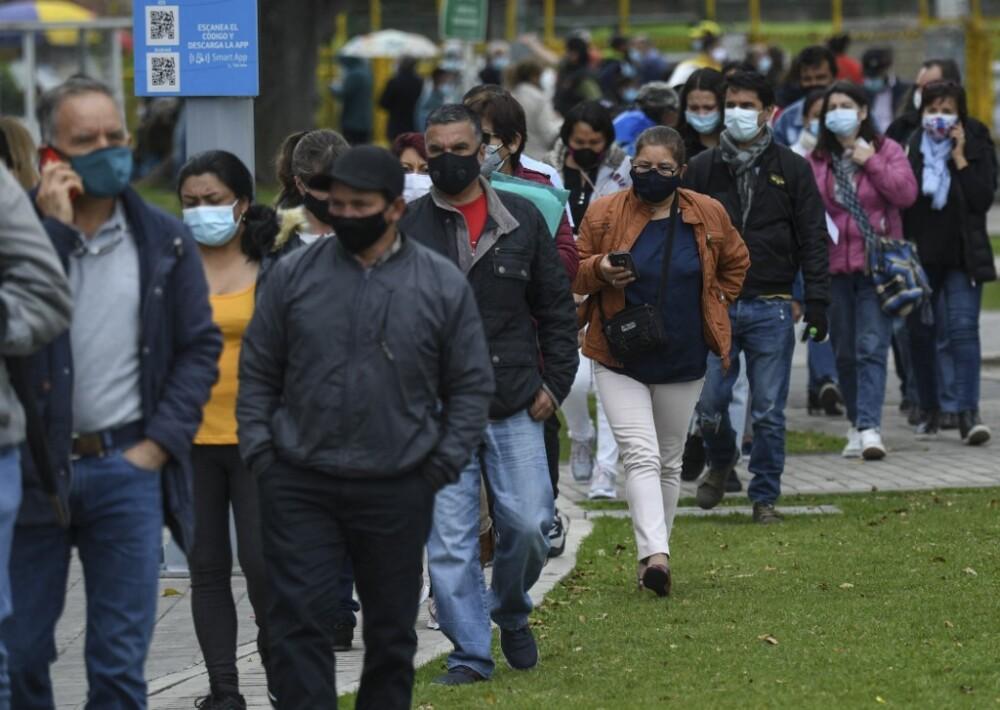 Fila para vacunación en Bogotá