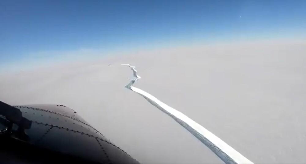 Iceberg se desprende de la Antartida.jpg