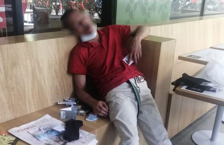 presunto ladrón se quedó dormido.