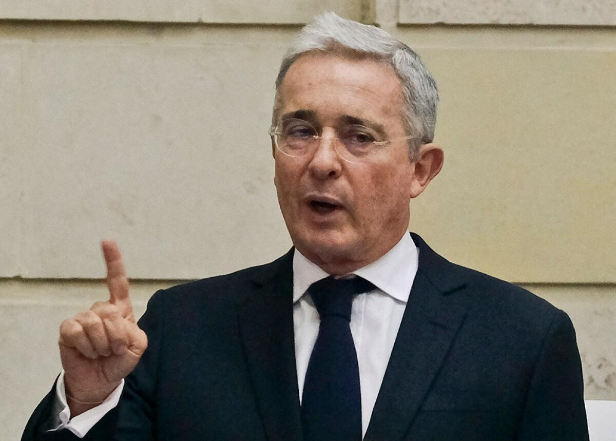 ¿Cuál es la ley que está proponiendo Uribe para la reactivación?e