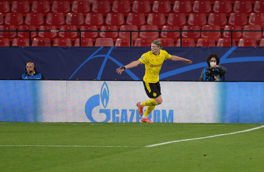 Erling Haaland marcó dos goles en la victoria de Borussia Dortmund frente a Sevilla en Champions League. AFP.