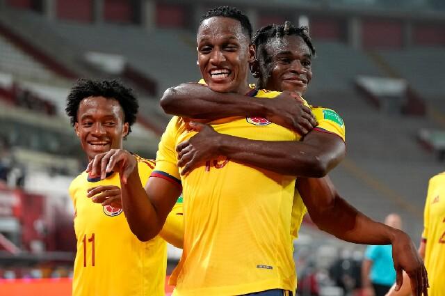 Celebración de la Selección Colombia tras triunfo contra Perú