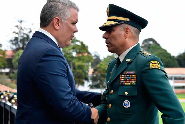 ivan-duque-y-el-general-eduardo-zapateiro.jpg