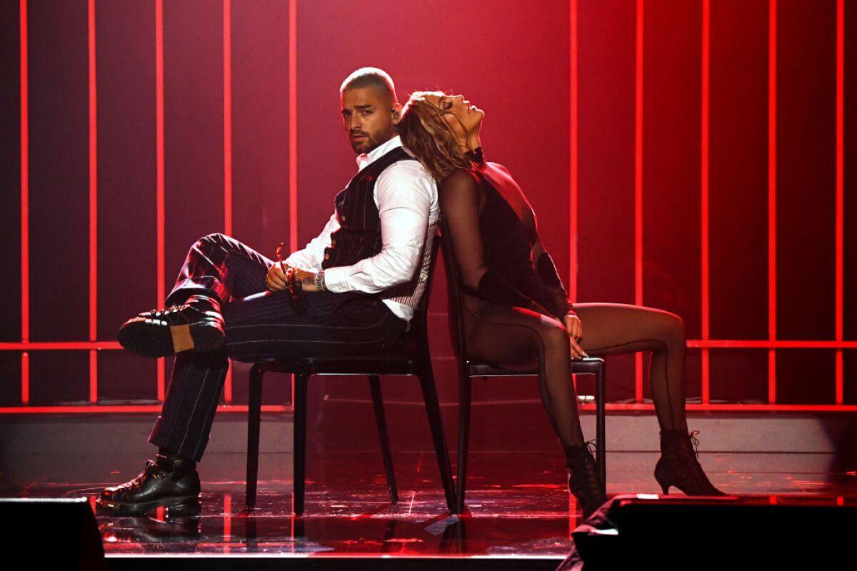 Candente! Así fue la presentación de Jennifer Lopez y Maluma en los AMAs  2020