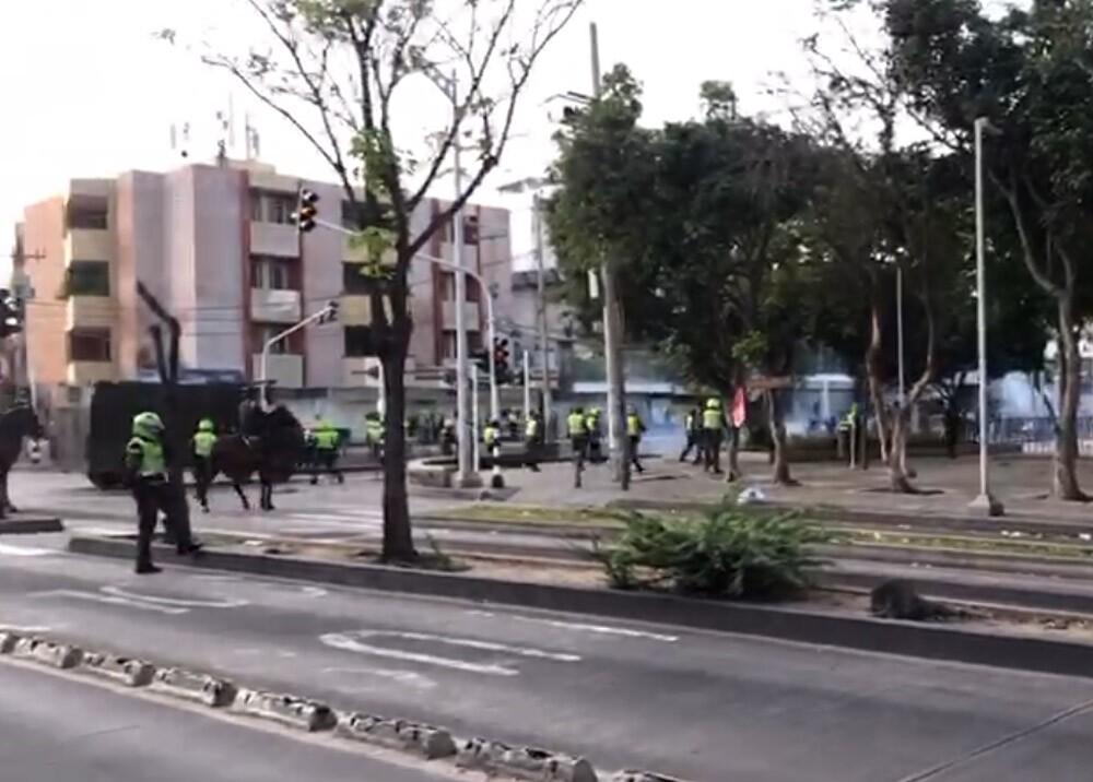 disturbios en barranquilla frente al estadio romelio martinez.jpg