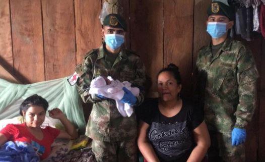 Soldados asistieron un parto