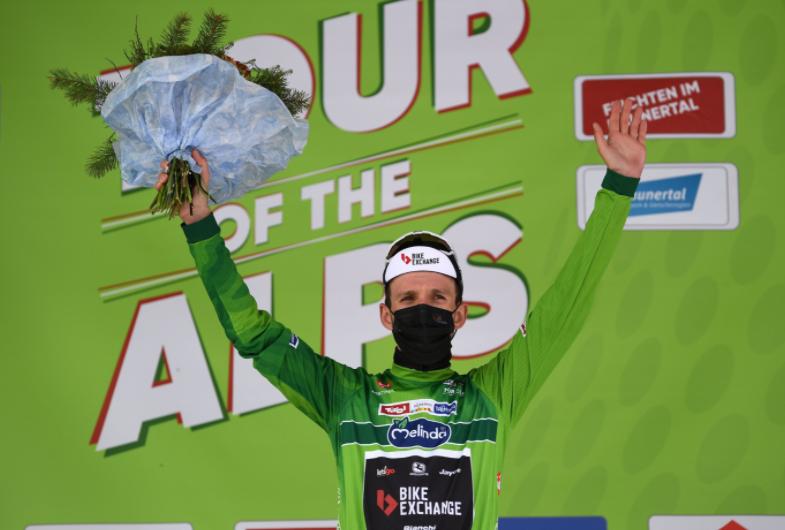 Simon Yates es líder del Tour de los Alpes tras la etapa 2.