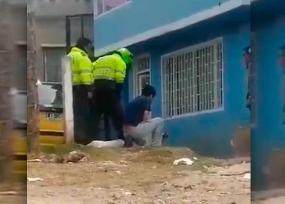 353004_Dos policías señalados de participar en atroz muerte de perro en Bogotá // Fotos: captura video Twitter @grand_lili