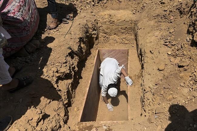 muertos india cementerio_afp