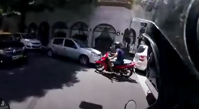 perseguido ladron moto argentina.JPG