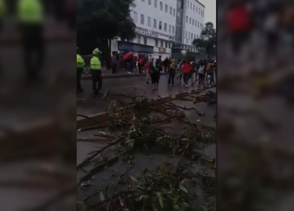 Bloqueos en la Avenida Suba, en Bogotá. Foto captura de video suministrado.jpeg